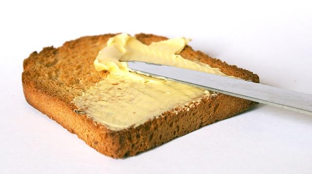 chléb s máslem