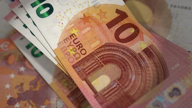 oranžové euro bankovky