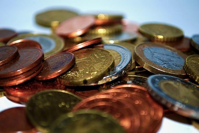 detail hromady blýskavých mincí