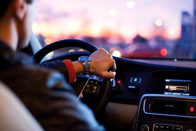 naše autopůjčovna – vůz i s řidičem